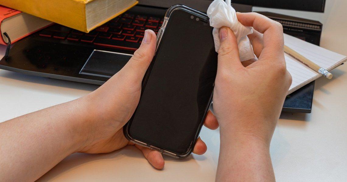 Bądź smart i za darmo zdezynfekuj swój smartfon